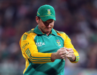 Graeme Smith rues missing a chance at slip, South Africa v Australia, 1st Twenty20, Cape Town, October 13, 2011