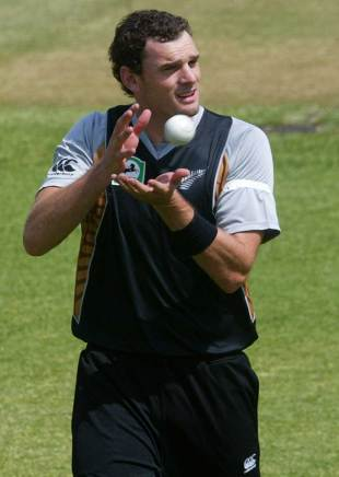 Kyle Mills dismissed the Zimbabwe openers, Zimbabwe v New Zealand, 1st Twenty20 international, Harare