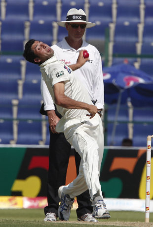 Junaid Khan in his delivery stride, Pakistan v Sri Lanka, 1st Test, Abu Dhabi, 1st day, October 18, 2011