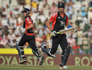 Kevin Pietersen and Jonathan Trott steadied England with a solid third-wicket stand, India v England, 3rd ODI, Mohali, October 20, 2011