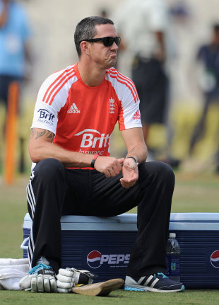 Kevin Pietersen missed the final ODI with a thumb injury, India v England, 5th ODI, Kolkata, October 25, 2011