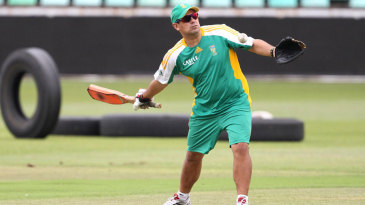 Russell Domingo conducts a South Africa training session