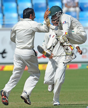 Pakistan celebrate Mahela Jayawardene's dismissal, Pakistan v Sri Lanka, 2nd Test, Dubai, 4th day, October 29, 2011