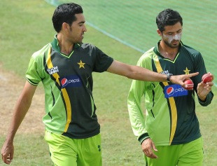 Umar Gul has a chat with Junaid Khan, Sharjah, November 2, 2011