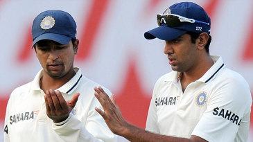 Pragyan Ojha and R Ashwin discuss tactics