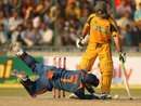 MS Dhoni drops a catch off Ricky Ponting, India v Australia, 3rd ODI, Delhi, October 31, 2009