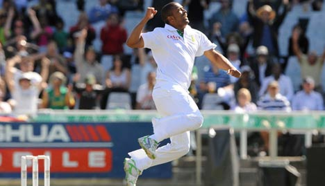 Vernon Philander is thrilled by the wicket of Brad Haddin
