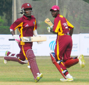 Deandra Dottin and Stafanie Taylor run during their 123-run stand, Pakistan v West Indies, women's ODI, Mirpur, ICC Women's World Cup Qualifier, November 17, 2011