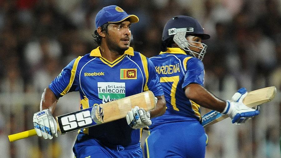 Kumar Sangakkara and Mahela Jayawardene trot between the stumps