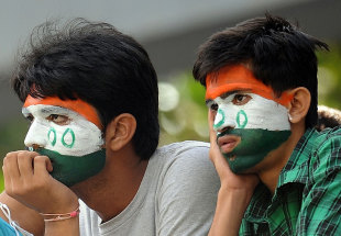 Indian fans wait for the elusive 100th century by Sachin Tendulkar, India v West Indies, 3rd Test, Mumbai, 4th day, November 25, 2011