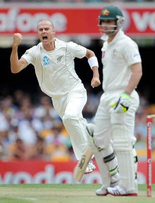 Chris Martin snares Phillip Hughes, Australia v New Zealand, 1st Test, Brisbane, 2nd day, December 2, 2011