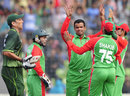 Bangladesh get together after Abdur Razzak removes Younis Khan