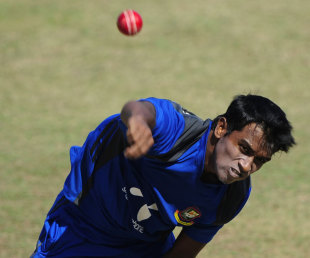 Rubel Hossain bowls in the nets ahead of the first Test against Pakistan, Chittagong, December 8, 2011