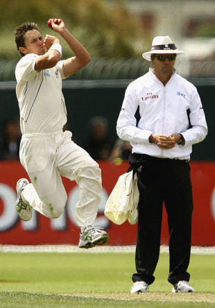 Trent Boult leaps before delivery, Australia v New Zealand, second Test, Hobart, 3rd day, December 11 2011