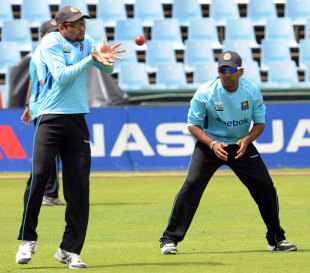 Tillakaratne Dilshan prepares to catch during training, Centurion, December 14, 2011