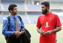 Amol Muzumdar has a chat with Wasim Jaffer, Mumbai v Punjab, Ranji Trophy Elite, Mumbai, 2nd day, December 22, 2011