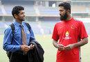 Amol Muzumdar has a chat with Wasim Jaffer, Mumbai v Punjab, Ranji Trophy Elite, Mumbai, 2nd day, December 22, 2011