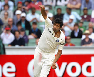R Ashwin has a bowl in his first Test on Australian soil, Australia v India, 1st Test, Melbourne, 1st day, December 26, 2011
