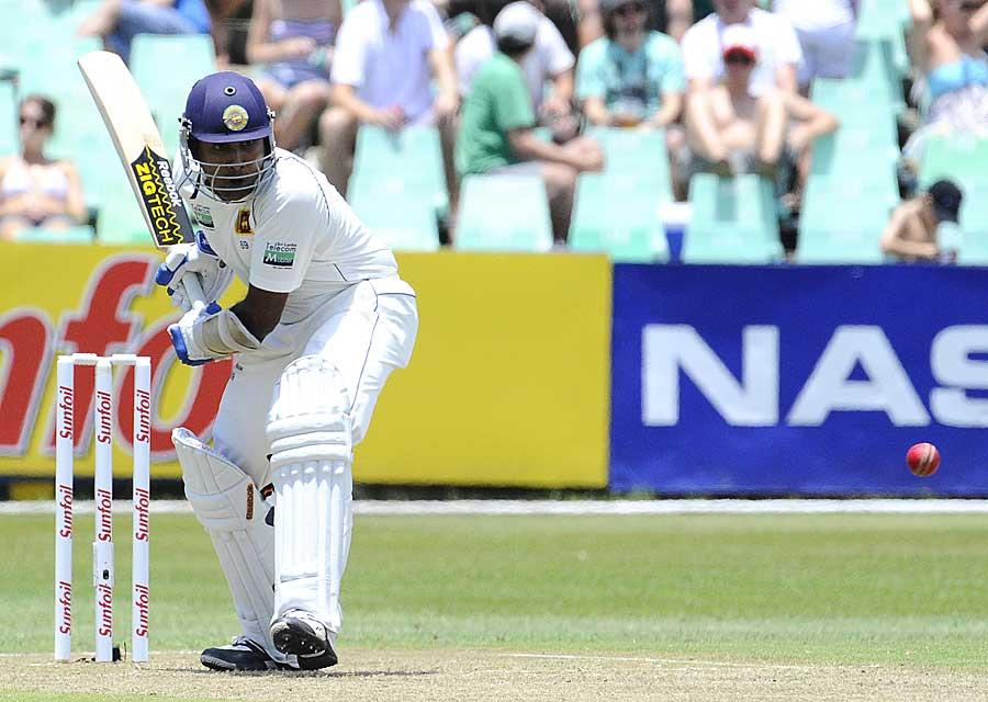 Mahela Jayawardene reached 10000 runs in Tests