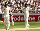 India solid in reply to Australia's 333