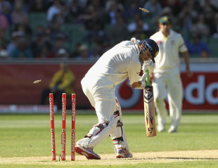 Rahul Dravid was bowled by Peter Siddle off a no ball, Australia v India, 1st Test, Melbourne, 2nd day, December 27, 2011