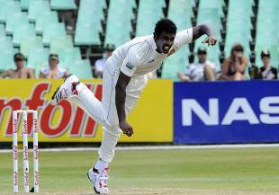 Thisara Perera in action, South Africa v Sri Lanka, 2nd Test, Durban, 2nd day, December 27, 2011