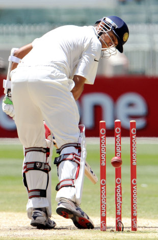 Rahul Dravid is bowled by James Pattinson, Australia v India, 1st Test, Melbourne, 4th day, December 29, 2011