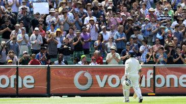 Sachin Tendulkar gets a standing ovation of the MCG