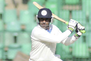 Robin Uthappa plays one square during his half-century, Karnataka v Haryana, Ranji Trophy 2011-12 quarter-final, Bangalore, 2nd day, January 3, 2012