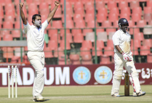 Stuart Binny celebrates dismissing Amit Mishra, Karnataka v Haryana, Ranji Trophy 2011-12 quarter-final, Bangalore, 2nd day, January 3, 2012