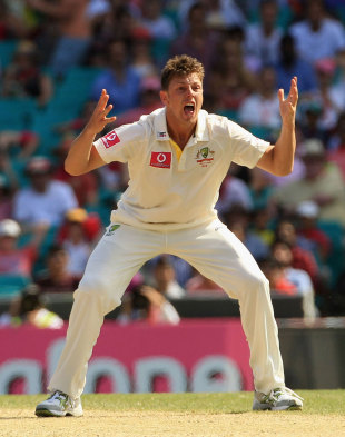 James Pattinson appeals unsuccessfully, Australia v India, 2nd Test, Sydney, 3rd day, January 5, 2012