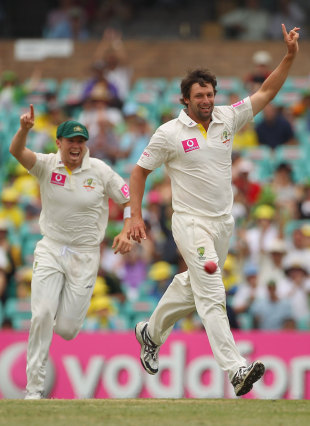 Ben Hilfenhaus bowled VVS Laxman, Australia v India, 2nd Test, Sydney, 4th day, January 6, 2012