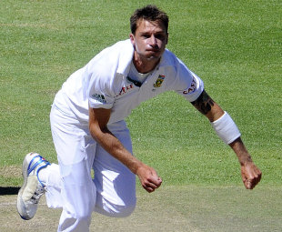 Dale Steyn sends down a delivery, South Africa v Sri Lanka, 3rd Test, Cape Town, 4th day, January 6, 2012