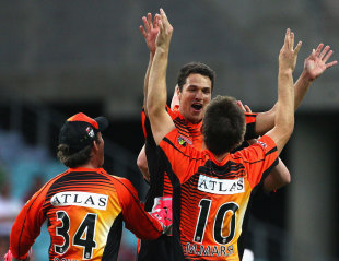 Nathan Coulter-Nile picked up three wickets, Sydney Thunder v Perth Scorchers, BBL, Sydney, January 11, 2012