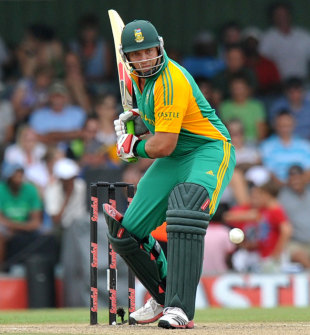 Jacques Kallis prepares to play a stroke, South Africa v Sri Lanka, 2nd ODI, East London, January 14, 2012