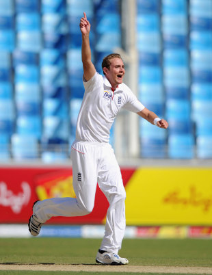 Stuart Broad had Azhar Ali caught behind for 1, Pakistan v England, 1st Test, Dubai, 2nd day, January, 18, 2012