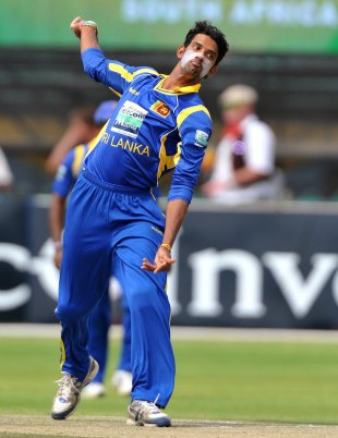 Sachithra Senanayake in action on debut, South Africa v Sri Lanka, 4th ODI, Kimberley, January 20, 2012
