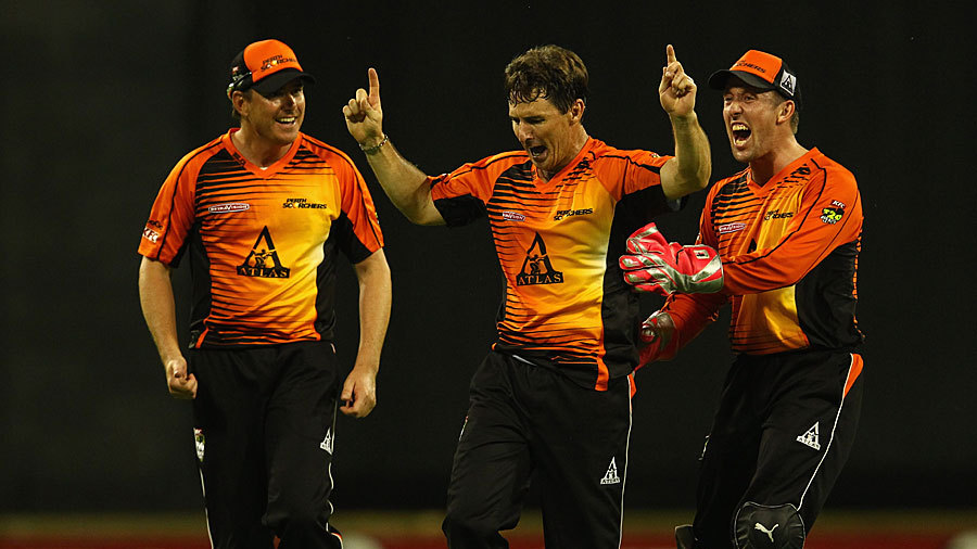 Brad Hogg picked up two wickets in the BBL semi-final