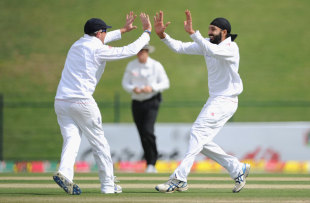Monty Panesar celebrates his first wicket with Graeme Swann, Pakistan v England, 2nd Test, Abu Dhabi, 1st Day, January, 25, 2012