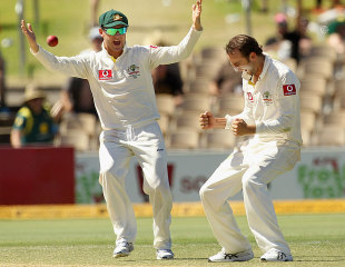 Nathan Lyon and Michael Clarke celebrate after getting rid of Sachin Tendulkar, Australia v India, 4th Test, Adelaide, 4th day, January 27, 2012