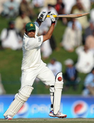 Azhar Ali made an unbeaten 46, sharing 71 with Asad Shafiq as the pair fought back to put Pakistan into the lead