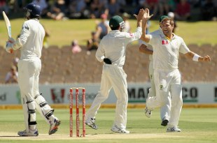 Ryan Harris started the day with the wicket of Ishant Sharma