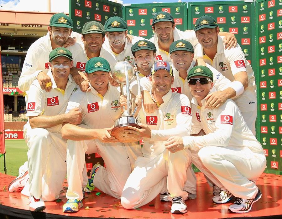 The Australians pose with the Border-Gavaskar Trophy | Photo | Australia v India | ESPNcricinfo.com
