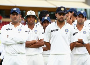 MS Dhoni and his team-mates after the loss, 4th Test, Adelaide, 5th day, January 28, 2012