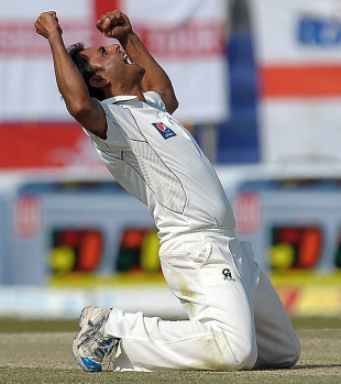 Abdur Rehman ran through England's middle order, Pakistan v England, 2nd Test, Abu Dhabi, 4th day, January 28, 2012