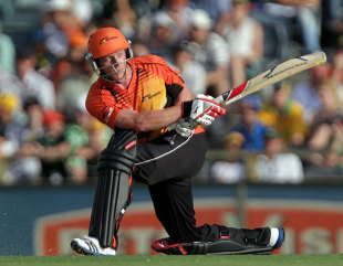 Paul Collingwood sweeps during his 32, Perth Scorchers v Sydney Sixers, BBL 2011-12 final, Perth, January 28, 2012