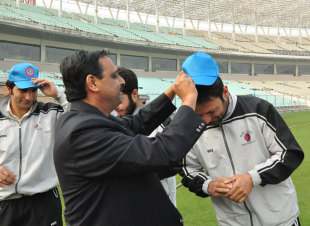 The Kolkata Rotarians presented the Kashmir cricketers with caps designed specially for them, Kolkata