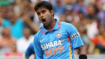 Vinay Kumar celebrates dismissing David Warner