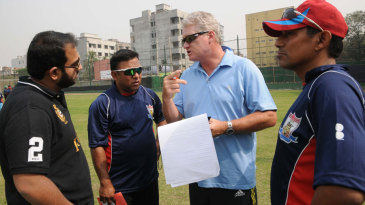 Dean Jones talks to the Chittagong Kings coaching staff