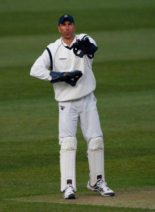 Nic Pothas sets the field, Durham v Hampshire, Chester le Street, April 22, 2010